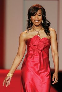 Angela_Bassett,_Red_Dress_Collection_2007